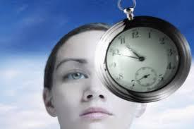 Frau und Uhr
